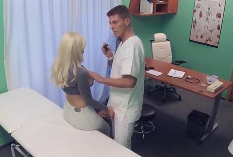 Medico comendo paciente loira gostosa