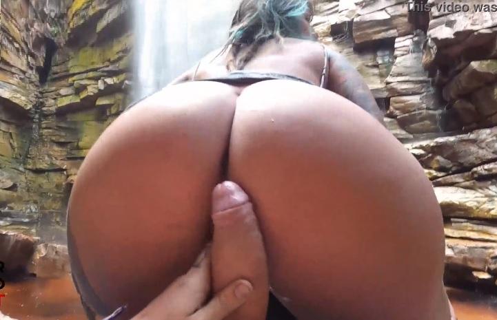 Dread Hot fazendo sexo selvagem na cachoeira
