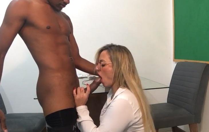 neguinho comendo a professora loira cavala amadora