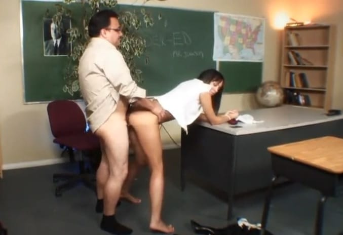 Professor comendo Aluna gostosinha na sala de Aula