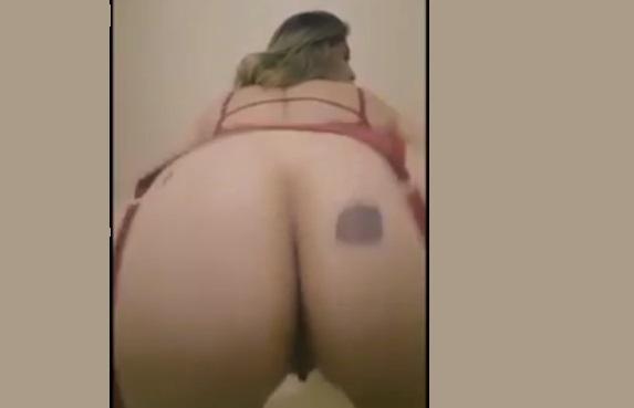 Vídeo Titia Cumadre  Youtuber Peladinha se masturbando